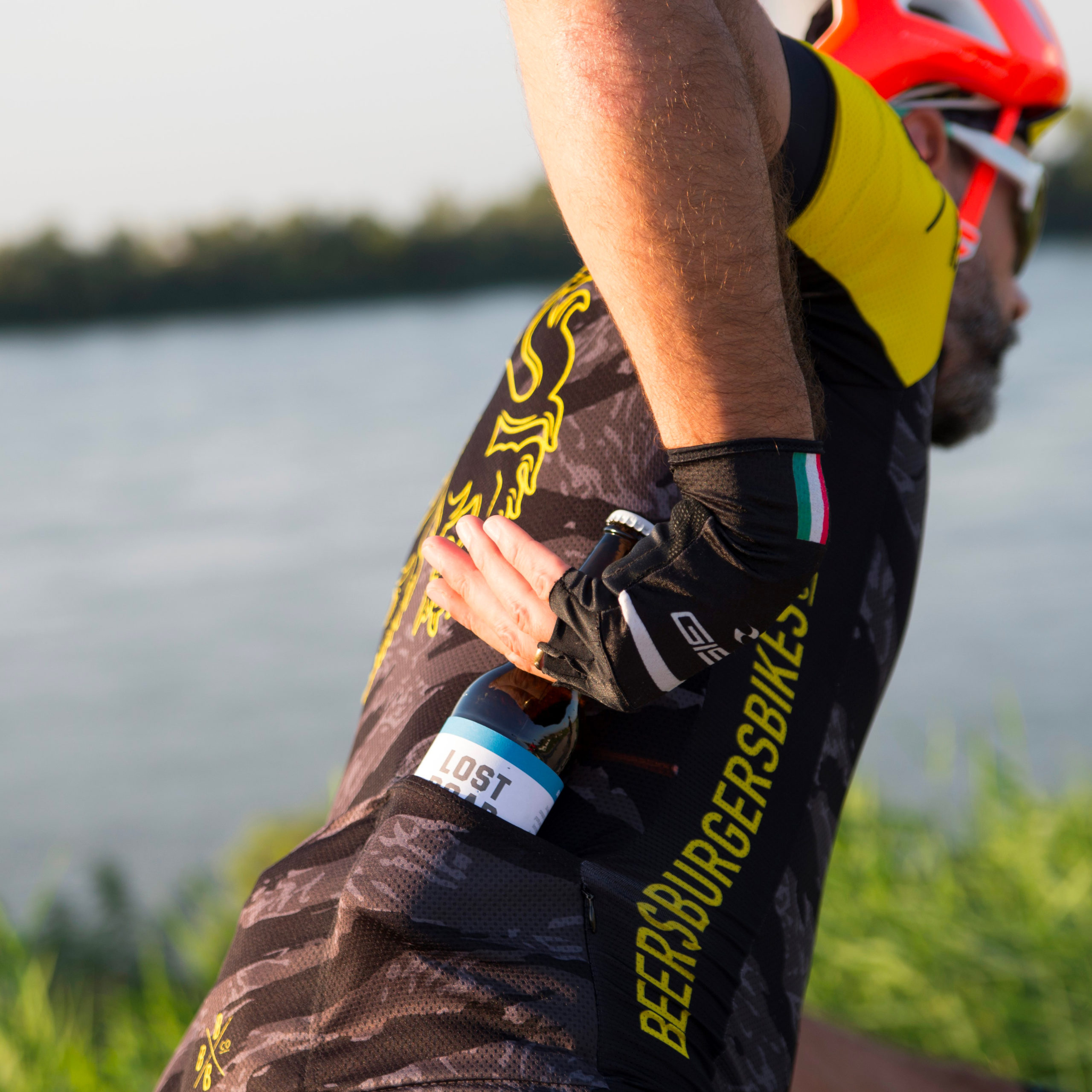 https://www.lostroad.it/wp-content/uploads/2020/11/Bicicletta-birra-ferrara-lost-road-birra-artigianale-scaled.jpg